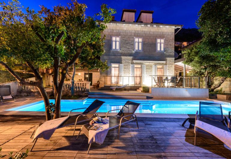 1 swimming pool
