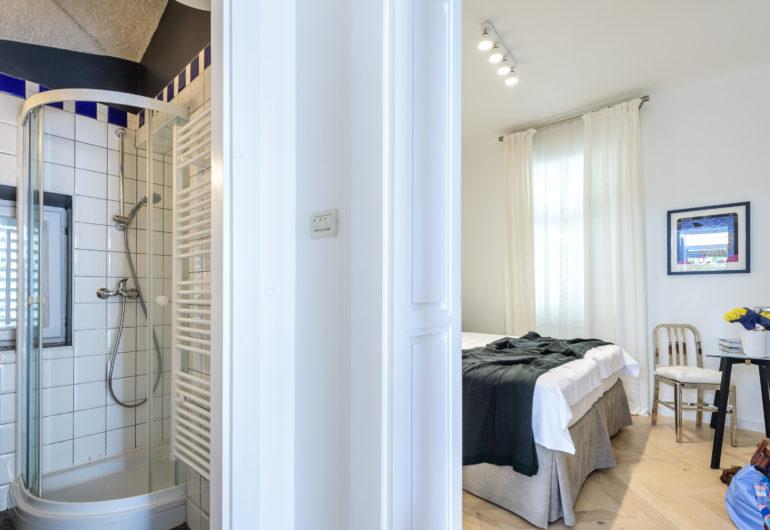 20 bedroom bathrom